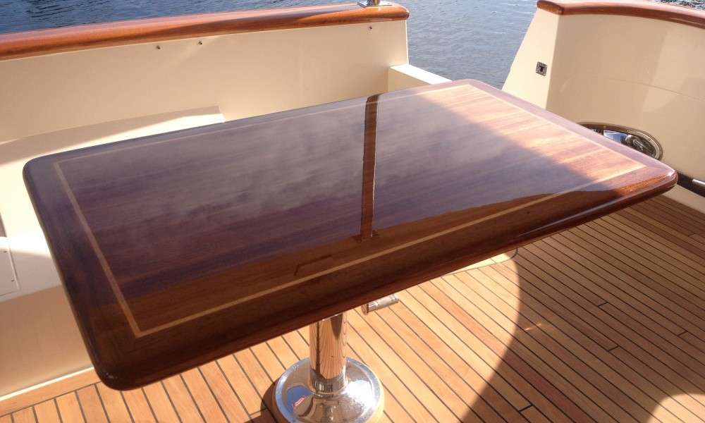 superyacht-furniture-high-gloss-table